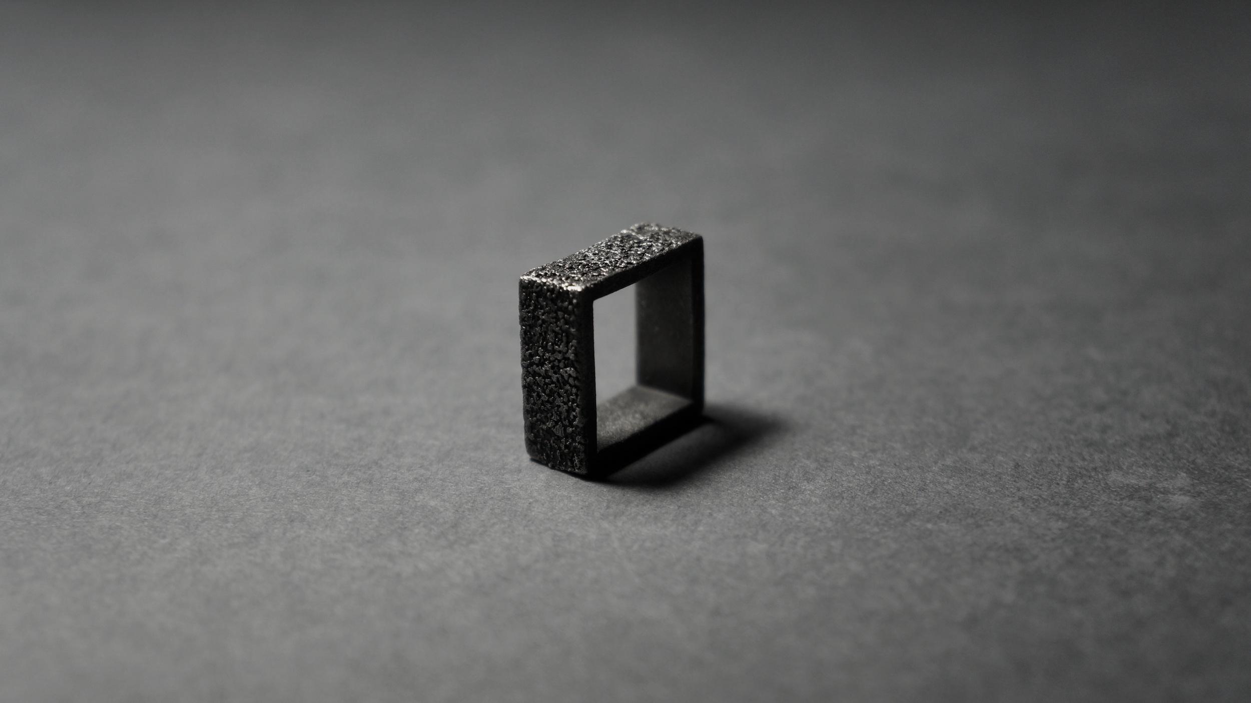 [D]R-004